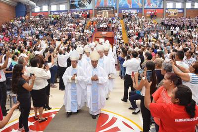 La Eucaristía de Toma de Posesión inició en punto de las 12 del día.