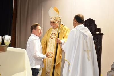 El gobernador del estado José Rosas Aispuro presentó su respeto al nuevo obispo.