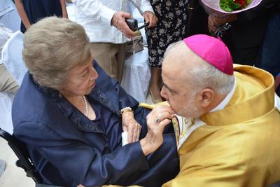 En la ceremonia también estuvo presente la madre de monseñor, de quien únicamente se informó que cuenta con 90 años.
