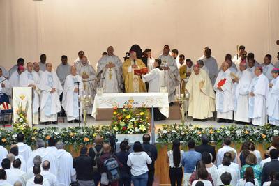 El administrador de la Diócesis Julio Carrillo, quien se hizo cargo de la Iglesia después de la muerte del obispo José Fortunato Álvarez, dedicó unas palabras.