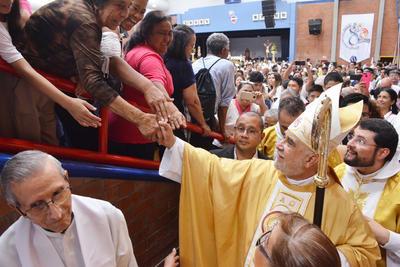 Gómez Palacio recibe a su tercer obispo