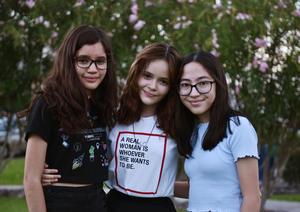 04072019 CELEBRA SU CUMPLEAñOS.  Karime Basurto acompañada de sus amigas, Nathalia y Roxana, en su fiesta, en la que también estuvieron presentes sus familiares.