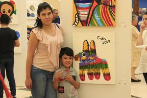 05072019 EN UNA EXPOSICIóN DE PINTURA.  Lucero y Evan Emmanuel.