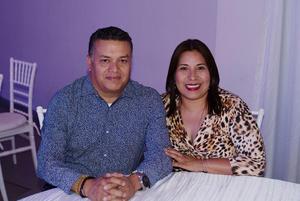 05072019 NOCHE RETRO.  Gerardo y Martha.