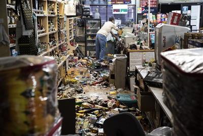 Podría haber réplicas del nuevo sismo principal durante años, dijo Jones.