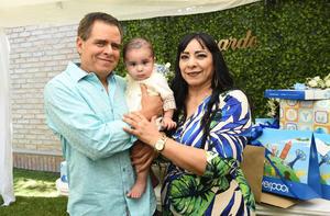Gerardo con sus abuelos, Jesús e Irma Madrid