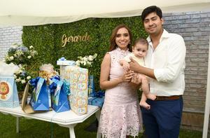 Gerardo con sus papás, Wendy Madrid y Gerardo Enríquez