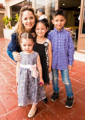 Barby Hinojosa, Alejandro, Danielle y Barby