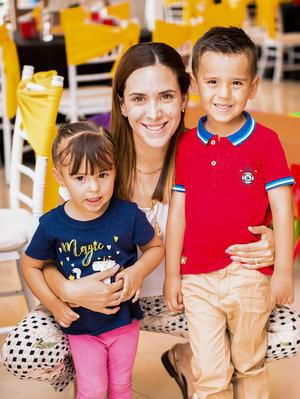 Claudia, María Inés y Mauricio Mijares