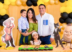 Cristóbal con sus papás, Isabel y Fernando, y su hermanita, Bárbara