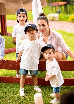 Lizeth, José Luis, Marcelo y Leonardo