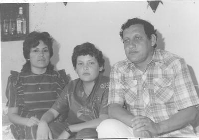 Prof. José Luis Gómez Esparza y Sra. María Alicia Acosta festejando los 15 años de su hijo, José Javier Gómez Acosta, en abril de 1988.
