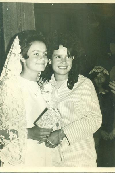 Cecilia Mora Garza y Olivia Mora en 1968.