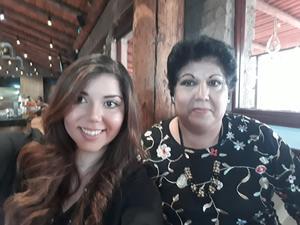 07072019 UN AñO MáS DE VIDA.  El 17 de junio, celebró su cumpleaños la Dra. Isabel Noval en compañía de su madre.