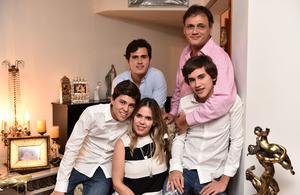08072019 Ana Catalina y Héctor con sus hijos: Héctor, Fernando y Alejandro.