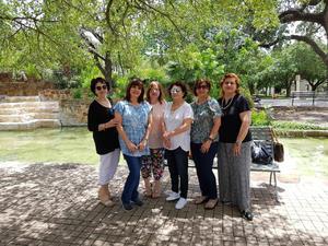 08072019 AMIGAS ESCRITORAS.  Yeye Romo, Mo Irazoqui, Lourdes Benavides, Adela Celorio, Esperanza Vera y Naima Papadópulos asistieron al Taller de Escritura Creativa que se impartió en el Instituto Cultural Mexicano en San Antonio, Texas.
