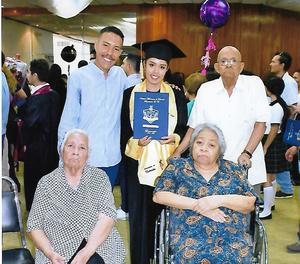08072019 CONCLUYE UNA ETAPA.  Lisseth González en el día de su graduación.
