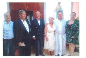 07072019 MISA POR MEDIO SIGLO.  Octavio, Jesús y Carla acompañados del Monseñor Escamilla, misa de 50 años en la Catedral en Torreón.