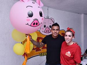 08072019 PRESENTES EN APERTURA.  Javier Cortés y su esposa, Aline Torres.