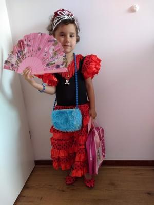 09072019 MUY LINDA.  Isabel, de sevillana.
