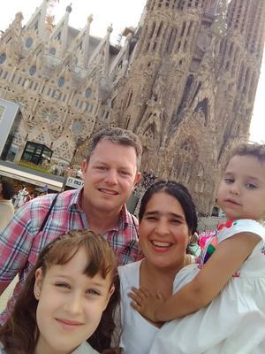 10072019 EN RECIENTE VIAJE.  Hans, Idoia, Ainhoa e Isabel en el Templo de la Sagrada Familia en Barcelona, España.