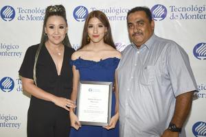 11072019 PRESENTES EN CEREMONIA.  Veaney Acevedo, Veaney Margarita y Renato Ríos.