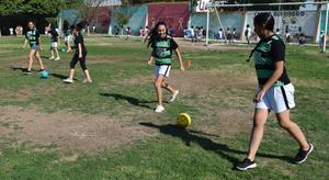 11072019 Las jovencitas de 14 y 15 años en su práctica de futbol.