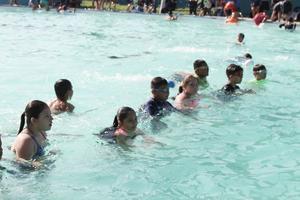 11072019 Grupo de niñas de la categoría de 12 y 13 años antes de tomar su clase de futbol.