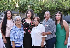 11072019 SE CASARá PRONTO.  Betsabé Rangel Salazar acompañada de Paula Salazar Ramírez, Margarita Salazar Ramírez, Graciela, Cynthia y Sarahí Rangel Salazar en su fiesta de despedida.