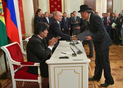 Los gobiernos de ambos países firmaron una serie de acuerdos de cooperación, entre los que destaca el que permitirá desarrollar la industria boliviana del litio.