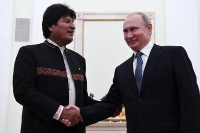Morales se reunió con su homólogo ruso, Vladímir Putin, para estrechar los contactos bilaterales y reforzar la cooperación en el ámbito militar, energético y comercial.