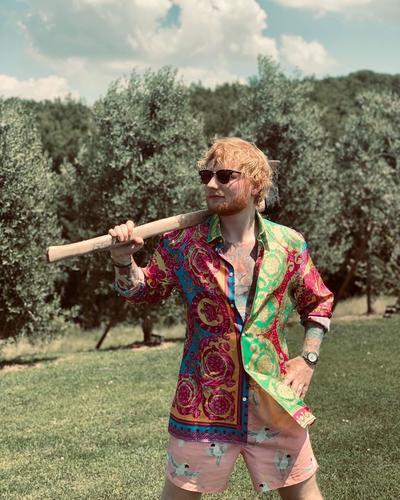 Ed Sheeran es quinto, con 110 millones.
