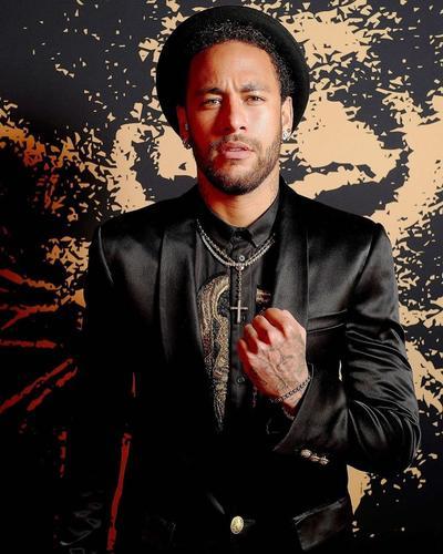 Neymar se coloca en el séptimo lugar con 105 millones.
