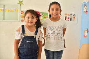 12072019 FELICES.  Valentina y Ariana.