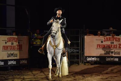 El hijo de Antonio Aguilar y Flor Silvestre adaptó a los tiempos actuales la legendaria gira de jaripeo de la familia Aguilar, concibiendo Jaripeo sin fronteras en el que no faltaron caballos, jinetes, acróbatas, caballos pura sangre y por supuesto las actuaciones musicales de los cantantes.
