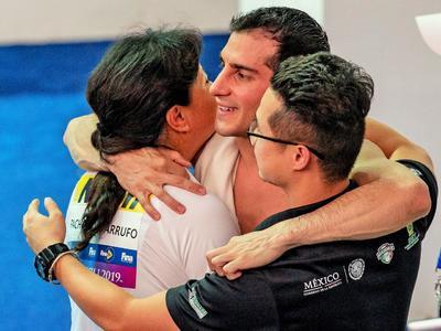 El experimentado competidor dio a su país la tercera presea en el certamen internacional.