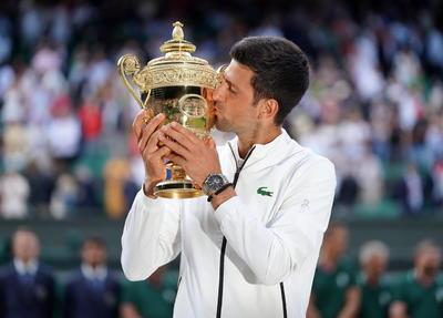 Djokovic se hizo el amo de una pista en la que ha triunfado ya tantas veces como Borg y el británico Laurie Doherty, y donde ha supera los cuatro títulos de Laver, situándose ahora a dos de Pete Sampras y William Renshaw.
