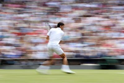 Djokovic lleva ya 16 títulos del Grand Slam, acercándose a los 18 del español Rafael Nadal, que no obstante, y gracias al triunfo del serbio mantendrá el puesto de número dos del mundo este lunes, con 485 puntos de ventaja sobre Federer.