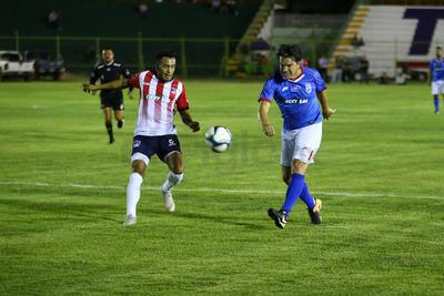 """Las Chivas alcanzaron el empate en una jugada a fondo donde un centro a segundo palo fue alcanzado porel """"Venado"""" Medina."""