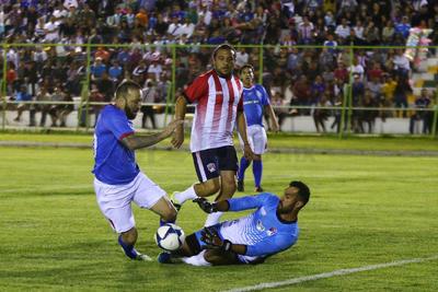 """El """"Matute"""" se dioo el lujo de tapar un penal a Vicente Matías Vuoso y un tiro libre al """"Chaco""""."""