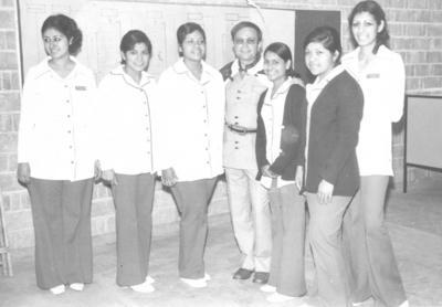 Emilia B., Guille A., Laura A., Raúl Velasco (f), Caridad L., Margarita A. y Lulú B. en 1973.