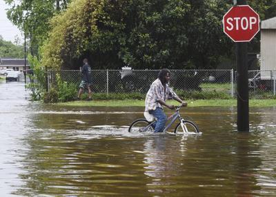 Unos 36 centímetros (14 pulgadas) de lluvia cayeron en partes del sudoeste de Luisiana.