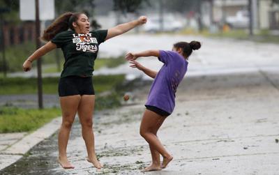 Llegó a Luisiana con fuerza de un huracán menor.