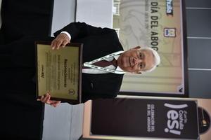 14072019 RECONOCEN SU TRAYECTORIA.  Jesús G. Sotomayor Garza recibe reconocimiento en el Día del Abogado.