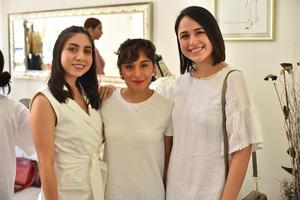 14072019 ENTRE AMIGAS.  Ana, Yazmín y Pamela.