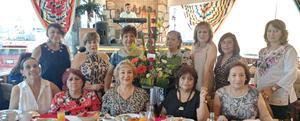 14072019 Carmen Muñoz en compañía de sus amigas: Xóchitl López, Ana Patricia Ramos, Lucy Martínez, Alma Mora, Claudia Avilés, Lucy Torre, Lupita Ramírez, Elizabeth Fernández, Yolanda Mejía, Lourdes Cabello y Rosario Torres, festejando la jubilación de su querida amiga.