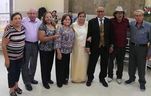 14072019 Matrimonio Mijares Méndez acompañados de sus hermanos: Ma. de los Reyes Mijares Ramírez, Patricio García Ramírez, Rosario Mijares Ramírez, Zenobia Méndez de López, Juan García Ramírez y Benjamín Mijares Ramírez.