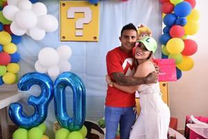 15072019 FELIZ CUMPLEAñOS.  Aline le organizó una fiesta sorpresa ayer a su esposo, Javier Cortés, con motivo de su cumpleaños número 30.