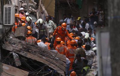 Los equipos de rescate trabajan en la zona.