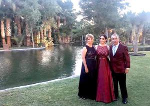 17072019 BAILE DE GRADUACIóN.  Arq. Natalia Colunga Aguirre con sus papás, Nancy E. Aguirre Moreno y Enrique Colunga Martínez.
